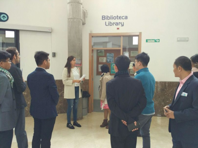 The International Relations Office, Laura Cao, presented the classroom and research facilities at the University of Vigo
